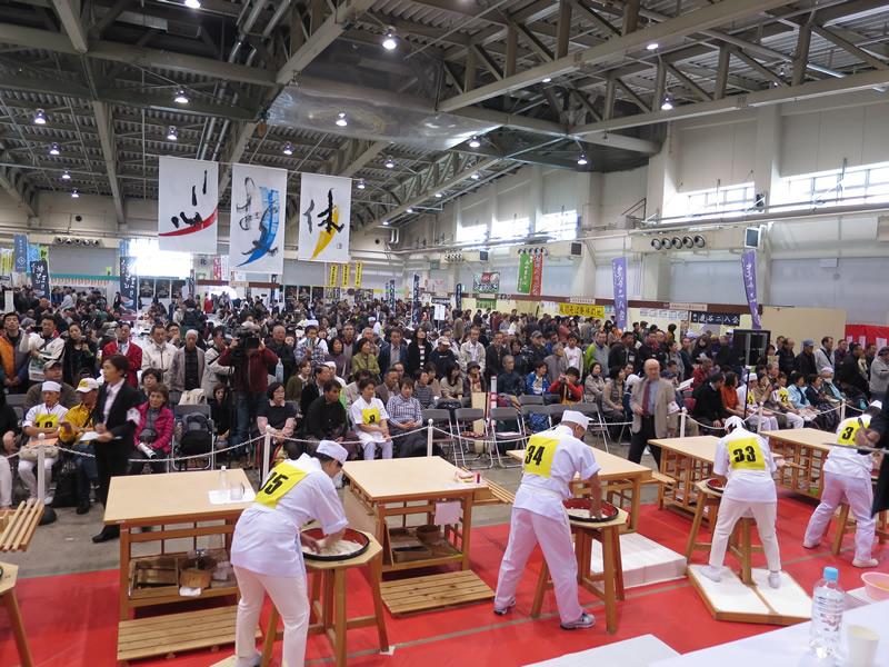 水回し│「第20回全日本素人そば打ち名人大会」を開催しました!記念すべき第20代名人は?!