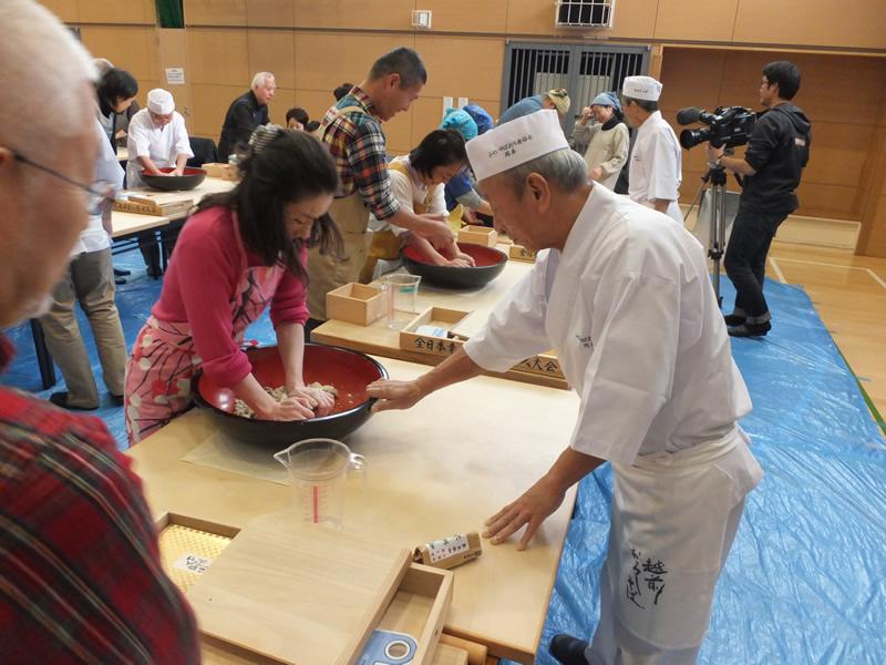 今年も荒川区「福井手打ちそば教室」を開催します。昨年の講座の様子